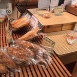 パン・アキモト 石窯パン工房きらむぎ - ショーケース