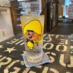 サンチャゴ バーガーズ - セブンアップ¥250 ビンテージグラスが可愛いね。
