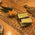 華ぶさ - 鯛味噌をつけて食べる