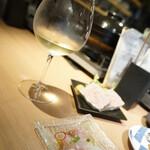貝×シャブリ jiji - ままま一杯♪(= ´∀´)ノ凵゛