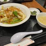赤尾飯店 - 料理写真:トリキャベツ味噌炒め丼