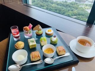 バー&ラウンジ  トゥエンティエイト コンラッド東京 - 妻の苦手な食材を事前に伝えたところ、一部メニューを変えてくれた。