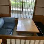 中華食堂 源 - 中華には珍しいソファー席?
