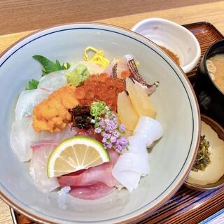 人気の海鮮丼膳