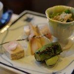 梅の花 - 春のおすすめ懐石「奏」の前菜