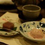 梅の花 - デザート(小豆豆腐と苺豆乳アイス)