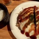 よっくん家 - 広島焼+烏龍茶780円と半ライス100円でお好み定食