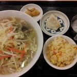 13600609 - 野菜たっぷり湯麺セット 600円