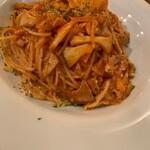 自家製スモークパンチェッタと茸のアマトリチャーナスパゲティ