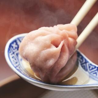 三茶初【小籠包専門店】!肉汁タップリ、作り立ての美味しさを✨