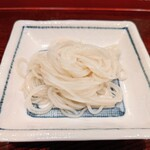 蕎麦懐石 茅場町 更科 - せいろの前に小皿で「塩で食べて下さい」という事です。