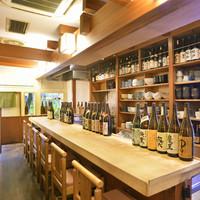 和彩ダイニング 膳 - 1階は、8席のカウンター