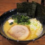 松壱家 - 醤油豚骨並500円