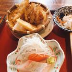 136014454 - お刺身と天ぷら3品(海老、レンコン、かき揚げ)
