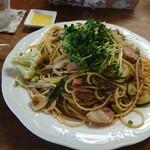 プリムローズ - 料理写真:めかぶとベーコンきのこのパスタ大盛り