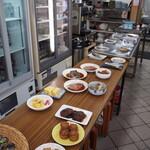 小藤食堂 - 大衆食堂といえば自由に取れる「おかず」