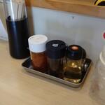 らーめん 木八 - 料理写真:カウンターの卓上