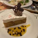 クイーン・オブ・ハートのバンケットホール - シェフおすすめデザート クルミのケーキ