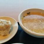 南国酒家 - シウマイ&スープ。