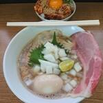 136044642 - 秋刀魚(玉ねぎ)トッピングと、スタミナ丼