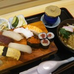 大衆割烹 岩亀 - にぎり寿司セット(ミニうどん付き)1,100円