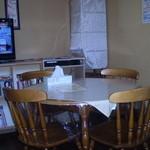 カレーハウス芳柳 - テーブル席