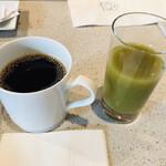 オチェーアノ - ドリンク。コーヒー(もしくは紅茶)はサーブして頂けます。
