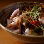 ごはんや一芯 - ローストポークと焼き木の子のサラダ