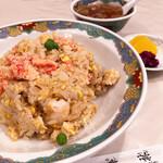 梅林 - 五目チャーハン¥920(スープ、お漬物つき)