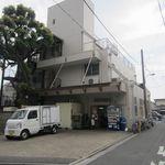 """東武パン - """"東武食品工業 パン直売所""""の外観。"""