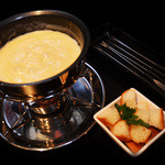 エム - 当店オリジナルチーズフォンデュ☆スイスのチーズ2種をブレンドした本格的な味わい!