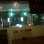 ダイニングバー フルフル - 窓際の席です(ぼやけてごめんなさい(T_T)