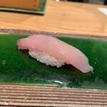 築地玉寿司 - カンパチ