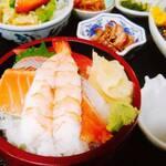 やぶ - ちらし寿司もセットされる。