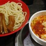 勢拉 - つけ麺・中盛り・ネギ増し・辛味、極太黒メンマトッピング