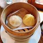 上海茶房 Lu-Lu-Cha - 料理写真:蟹と豚の小籠包