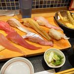 魚菜屋 - デカネタ漁師寿司8カン