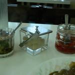 タンポポ - テーブルにあるお漬物