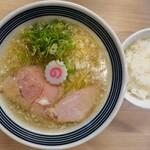 まるぎん商店 - 料理写真:煮干しソバ