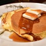 カフェ香咲 - ホットケーキ@780円:バター&メープルシロップを乗せて。