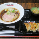 餃子の十兵衛 - 料理写真:らーめん餃子定食(醤油らーめん、餃子4個、小鉢)980円