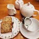 136129596 - ティーケーキ&紅茶でございます。