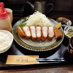 とんかつ専門店 かつ坊 - 料理写真:茶美豚ロースかつ大