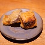 伊勢海老蕎麦 清正 - 燻りがっこと味噌漬けチーズの天麩羅