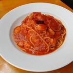 カプリチョーザ - トマトとニンニクのスパゲッティ(プチサラダ、ハーブティ付) 979円(税込)