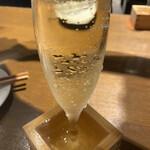 伊樽飯酒場バルバル - こぼれスパークリング(辛口)