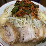 ラーメン二郎 - 小豚(880円)・味付玉子(80円)・ニラキムチ(80円)、ニンニクコール