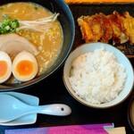 百饅馬力 - ラーメンセット1,060円(税込)
