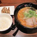 こもんど - 辛味噌豚骨拉麺。単品は600円ですが、ランチメニューでは、小ご飯と餃子を付いて750円です。