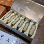 井泉 - 『ひれカツサンド(6切れ)』934円